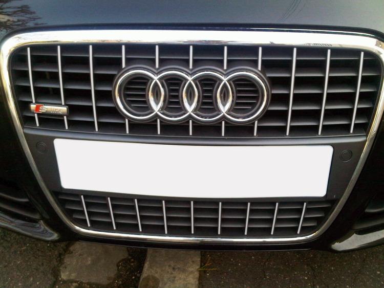 Baguette de calandre chromée Audi A4 série 2 phase 2 04-08 & Audi S4 03-08 série 2 v2