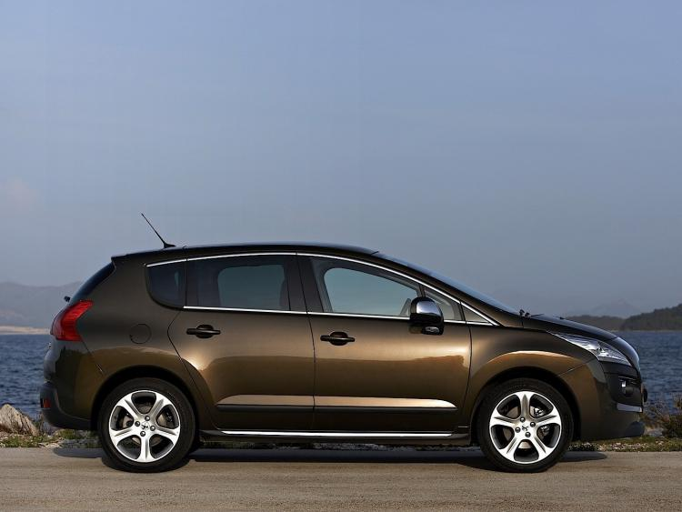 Side windows lower chrome trim Peugeot 3008 (09-13)
