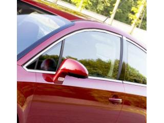 Baguette chromée de contour des vitres latérales