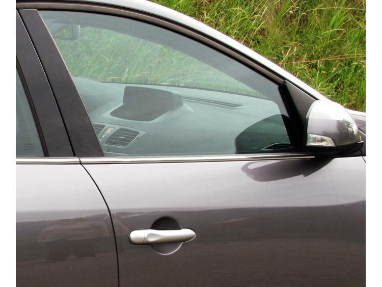Baguette chromée de contour inférieur des vitres Renault Mégane 3